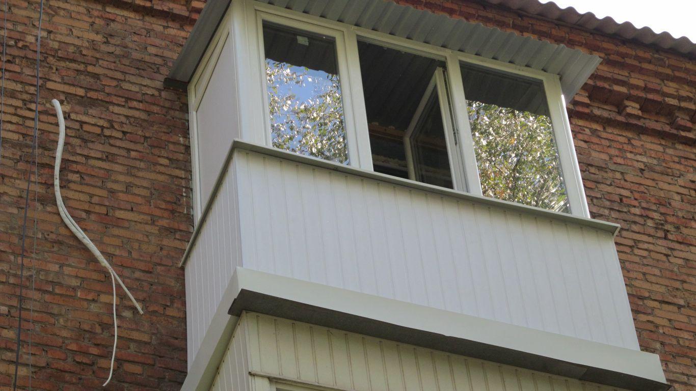 Остекление балкона с крышей в москве и мо. доступные цены!.